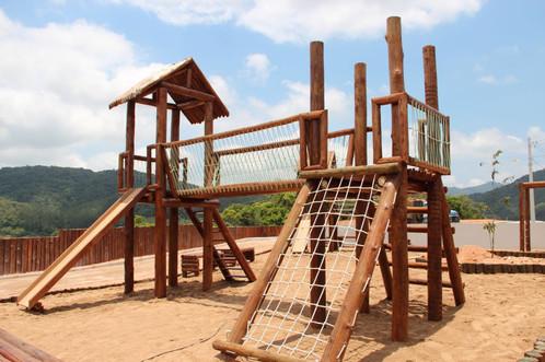 Playgrounds de Madeira: beleza e durabilidade que encantam!